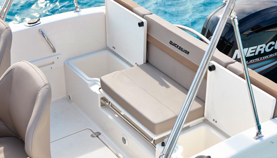 quicksilver-activ-505-cabin-dinette